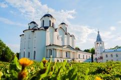 St Nicholas dzwonnica przy Yaroslav podwórzem w Veliky Novgorod i katedra, Rosja Zdjęcia Stock