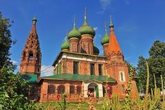 St Nicholas kyrka i den Yaroslavl staden Arkivbild