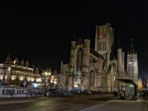 St Nicholas kyrka på natten, Ghent fotografering för bildbyråer