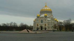 St Nicholas Naval Cathedral da cidade de Kronstadt video estoque