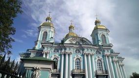 St Nicholas Naval Cathedral na catedral ortodoxo barroco de St Petersburg Rússia vídeos de arquivo