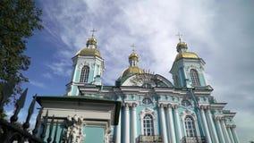 St Nicholas Naval Cathedral na catedral ortodoxo barroco de St Petersburg Rússia video estoque