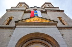 St Nicholas Serbian Orthodox Church op St Luke vierkant bij de Oude Stad van Kotor stock afbeeldingen