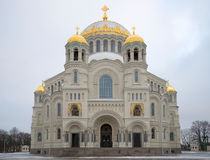 St Nicholas sjö- domkyrka, dyster Januari dag Kronshtadt Ryssland Royaltyfri Foto