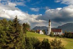 St Nikolaus della chiesa di Pfronten nelle alpi bavaresi Fotografia Stock Libera da Diritti