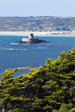 St Ouen van Jersey baai met de Toren van La Rocco Stock Afbeelding