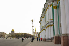 St PÉTERSBOURG, RUSSIE - 1ER JANVIER 2008 : Vue carrée de palais à la cathédrale de Kazan de notre Madame, Images libres de droits