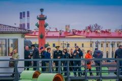 St PÉTERSBOURG, RUSSIE, LE 17 MAI 2018 : Quotidien à 12h00 où un tir est mis le feu d'un canon à la bastion de Naryshkin ceci Images stock