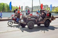 St PÉTERSBOURG, RUSSIE - 9 MAI 2016 : Un fragment des événements de fête sur le grand pont d'Izhorsky dans Kolpino sur Victory Da Image libre de droits