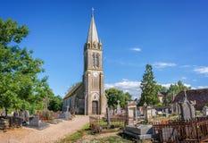 St Pair du Mont美丽如画的教会和公墓在诺曼底 免版税图库摄影