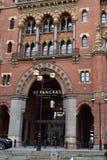 11/03/2018 St pancras hoteli/lów Międzynarodowa sztachetowa stacja Londyn Zdjęcia Stock