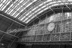 14/04/2018 St Pancras London UK i svartvitt Fotografering för Bildbyråer