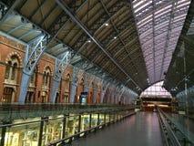 St Pancras station på solnedgången Fotografering för Bildbyråer