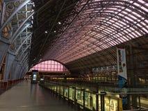 St Pancras stationstak på solnedgången Arkivbilder