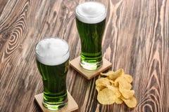 st patrick дня принципиальной схемы Стекла зеленого пива Стоковая Фотография