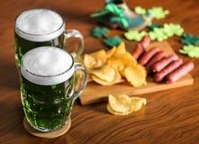 st patrick дня принципиальной схемы Стекла зеленого пива Стоковое Изображение