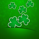 St Patrick Dag Een klaver op een groene achtergrond met degradatie Royalty-vrije Stock Fotografie