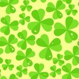 St Patrick dag vector naadloze achtergrond met klaver Stock Fotografie