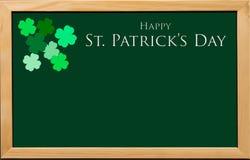 St Patrick Day med treklöverer för bakgrund Royaltyfri Bild