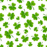 St Patrick dnia bezszwowy wzór z shamrock również zwrócić corel ilustracji wektora ilustracji