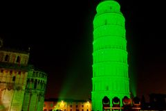 St Patrick groene leunende toren Stock Fotografie