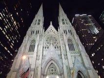 St Patrick Kathedraal bij nacht Royalty-vrije Stock Fotografie