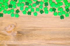 Free St Patrick`s Day Background, One Side Border With Green Quatrefoils And Space For Text Stock Photo - 109047490