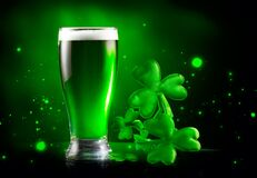 Free St. Patrick`s Day Green Beer Pint Over Dark Green Background, Decorated With Shamrock Leaves. Patrick Day Irish Pub Party Royalty Free Stock Photos - 172000658