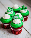 St.Patrick's Day velvet cupcakes Royalty Free Stock Photo