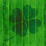 St Patrick ` s dnia karta na Drewnianym tle lub tło Zdjęcia Royalty Free