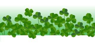 St Patrick ` s dnia wektorowy horyzontalny bezszwowy tło z shamrock opuszcza ilustracji