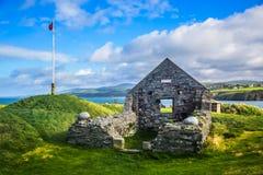 St Patrick ` s kaplica przy łupa kasztelem, wyspa mężczyzna Zdjęcia Royalty Free