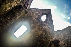 St Patrick ` s Kerk bij het kasteel van de binnenkantschil, het Eiland Man wordt geruïneerd dat royalty-vrije stock foto's
