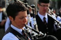 St Patrick ståtar - säckpipeblåsaren royaltyfri foto