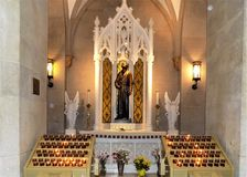 St Patrick u. x27; s-Kathedrale in New York, das ein Heiliges ehrt Stockfotos