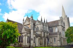 St Patrick y x27; catedral de s en Dublín, Irlanda foto de archivo