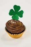St Patricks在杯形蛋糕的天三叶草 免版税库存图片