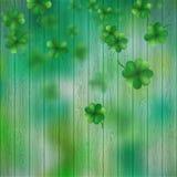 St Patricks在绿色木背景的天三叶草 EPS 10向量 库存照片