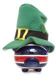 戴st patricks天帽子的存钱罐 库存照片