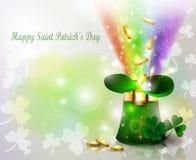 St Patricks天有彩虹的绿色帽子 免版税库存图片