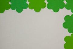 St Patricks形成壁角框架的天三叶草 免版税图库摄影