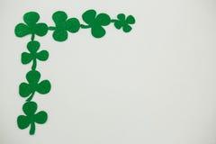 St Patricks形成壁角框架的天三叶草 免版税库存图片