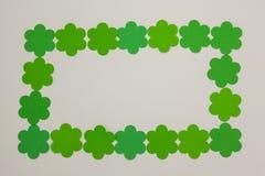 St Patricks形成长方形框架的天三叶草 免版税库存照片