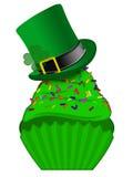 St Patricks Dag Cupcake met Kleurrijk bestrooit Stock Afbeeldingen