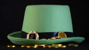 St Patricks Dag gouden muntstukken stock footage
