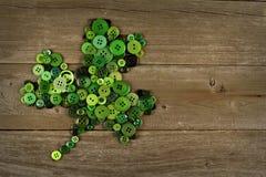 St Patricks Dagklaver op hout Royalty-vrije Stock Foto's