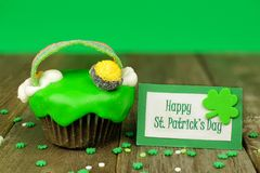 St Patricks Day cupcake with greeting card Royalty Free Stock Photo