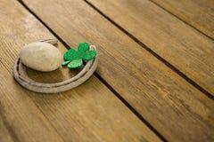 St Patricks Day shamrocks with horseshoe and pebble Royalty Free Stock Photos