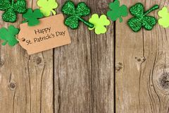 St Patricks Day tag with shramrock top border over wood Stock Photo