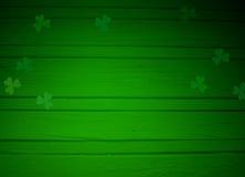 St Patricks dnia kartka z pozdrowieniami, wyśmiewa w górę sceny z pustą przestrzenią, drewnianym tłem i koniczyna liśćmi, ilustracja wektor